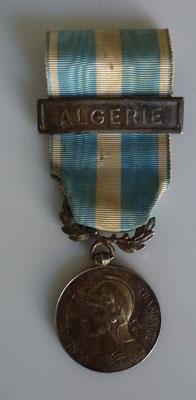 médaille colonial agrafe Algérie à clapet poinçoné argent  Prix : 60 euros