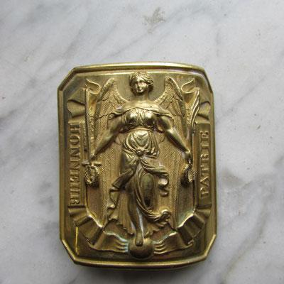 plaque de ceinturon mle 45 marqué cottiau état neuf très bel dorure. 5x 6 cm . ref : Cu04 Prix : 70 euros