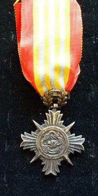 médaille d'honneur du merite vietnamien  argent Prix : 60 euros