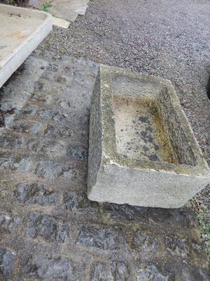 auges en pierre ancien