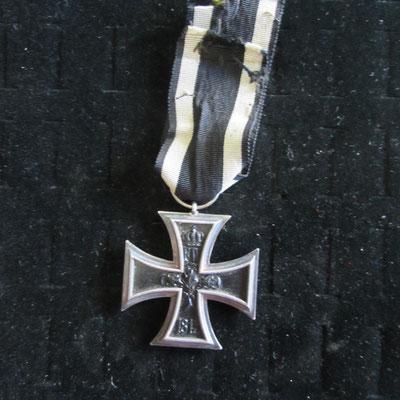 croix de fer allemande argent , poinçonné sur l'anneau  Prix : 70 euros