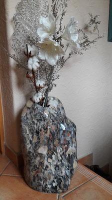 Vase aus Konglomerat