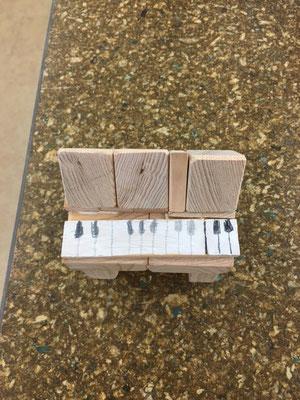 ピアノは初めて見る独創的な作品でした