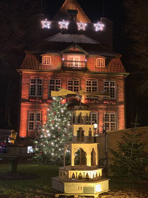 Vor dem Schloß in Cuxhaven ist es Weihnachtlich