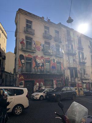 Graffitis überall und gerne auch XXL