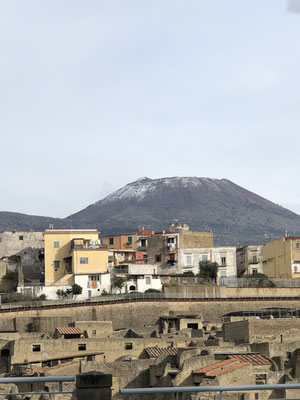 Herculaneum die Ausgrabungsstätte in unserem Ort, vor dem Vesuv