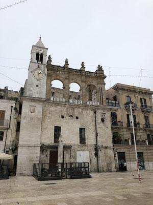 eine der vielen kleinen Kirchen in Bari