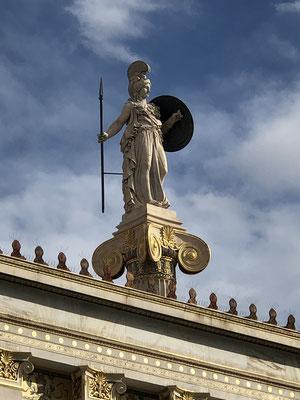 Athene begrüßt uns stolz!