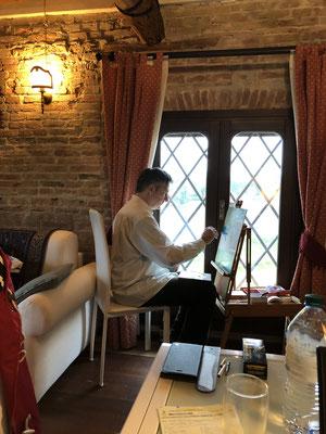 Gerd hat seine Wahl cleverer getroffen, gleich vom Fenster aus zu malen.