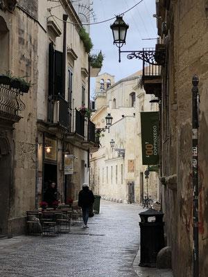 Lecce ist eine wunderschöne Barockstadt mit vielen Studenten, sehr lebenswert!