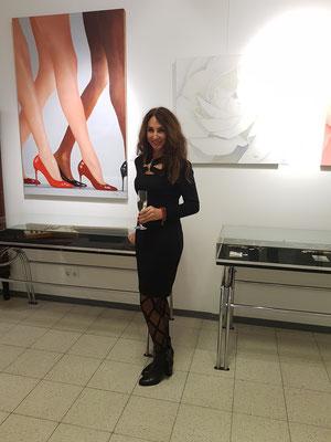-Oelgemälde-Hot Legs- Weiße-Rose-Ausstellung-Auktionshaus-Königstein-im Taunus-bildende-Kunst-Rheingau-Beine-Fortschritt-MarionHaas-High-Heels-