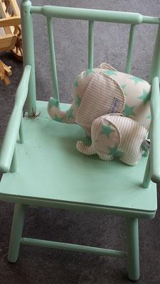Trouvailles Vintage Restaurierte Stuhl 130- + Lucky Piece Spieluhren 45,-