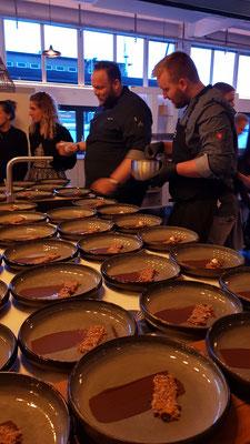 Kochschule, Kochkurse in Hamburg, das Team Trend Studio & Loft beim Dessert