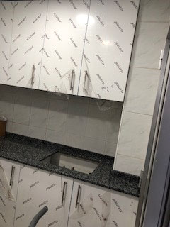 cocina montada en guadalajara acabado extratificado en alto brillo tirador metalico campana integrada posivilidad de hacer acualquier color