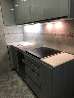 cocina montada en coslada madrid acabado lacado en alto brillo tirador uñero campana integrada posivilidad de hacer acualquier color
