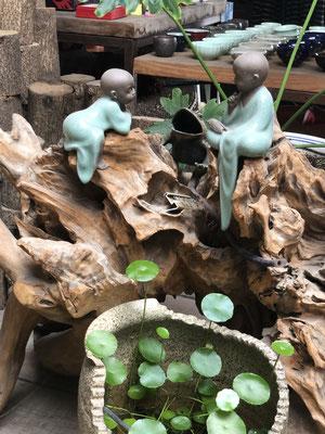 spielende Buddhakinder