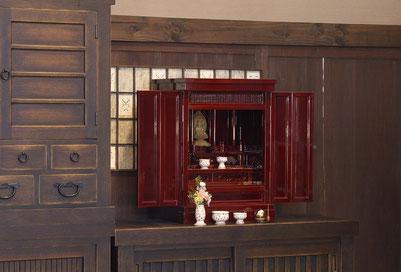 小型仏壇のクラスの中で存在感のあるサイズです。
