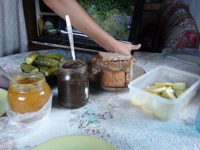 自家烘培的麵包,自製蜂蜜加上亞麻籽醬做成的抹醬