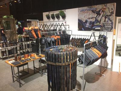 Stef Fauser Design präsentiert Produkte aus Fahrradschlauch bei der Messe GUSTAV in Dornbirn. Foto: Stef Fauser Design