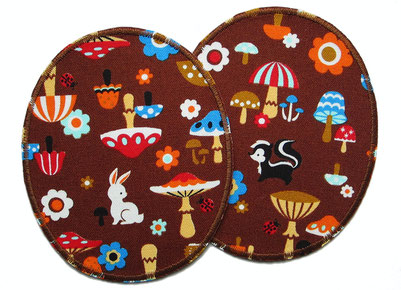 Bild: Knieflicken mit Hase, Igel, Dachs, Pilzen und Blumen