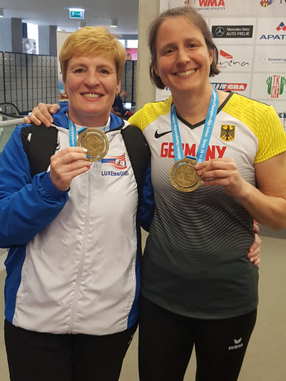 Mireille Kosmala-Tonizzo (links) und Bettina Schardt direkt nach der Siegerehrung.