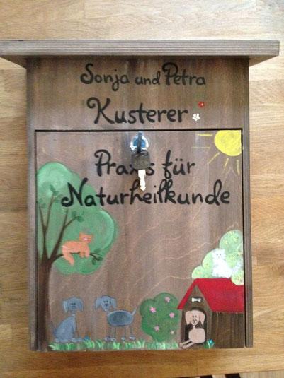 """Briefkasten aus Holz """"Hund und Katz"""""""