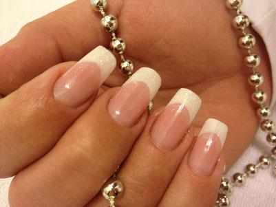 optische Nagelbettverlängerung mit weißem French