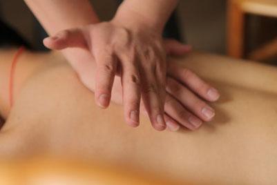 Tuina Massage chinesische Heilmassage Entspannung manuelle Therapie Verspannung Rückenschmerzen Muskeln Verklebungen LWS Hexenschuss