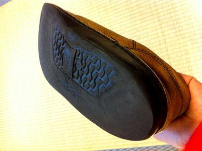 靴底がつま先~かかとまで減ったら靴底全面交換です