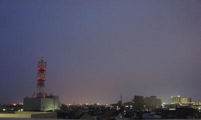 夕刻の直江津のまち。NTTの電波塔がクリスマス・ツリーのように見えました