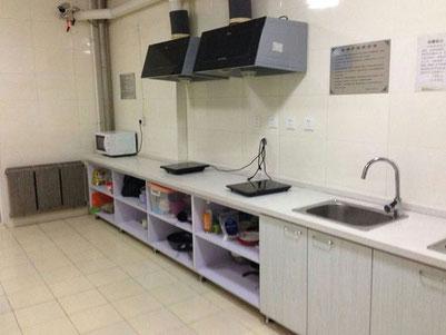 中国大連 遼寧師範大学学生寮 6号楼 共同キッチン