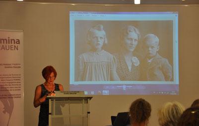 Hedi Schulitz bei der Buchvorstellung von FemmesPAMINAFrauen im Roncalli-Forum 2016