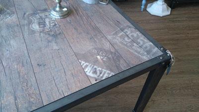 Tisch Stahl mit Holz