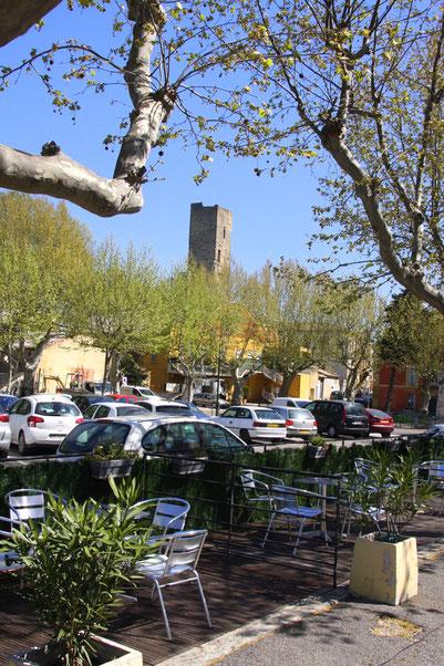"""Bild: Blick auf den """"La tour carrée des Carthagionois"""" in Roquemaure"""