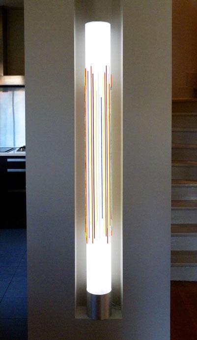 Colonne de 1,60 m de haut (polycarbonate - verre Murano) spécialement crée pour habiller cette niche. Eclairage LED