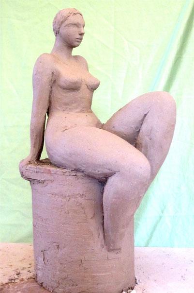 sculpture stylisée femme nue assise.nouveausculpteur.