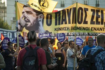 Banneret viser den myrdede rapmusiker Pavlos Fyssas