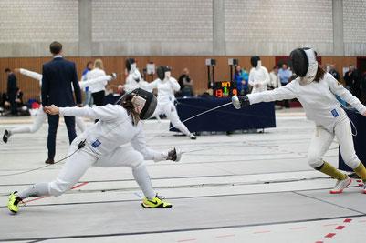 Das Foto zeigt Lara (rechts) im KO-Gefecht gegen Gala Hess