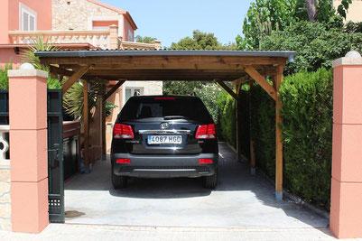 Carport-Parkplatze der Villa Hibiscus, Mallora, Bahia Grande