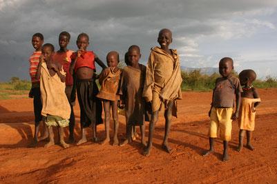 дети племени Карамоджа