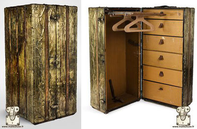Louis Vuitton Wardrobe Trunk in Brass Exceptional wardrobe trunk covered with brass. Produced by Louis Vuitton  Lock: patented - 5 grooves