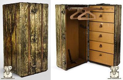 malle wardrobe Louis Vuitton en laiton