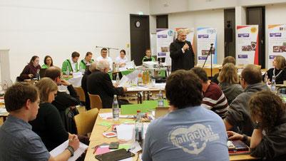 Bischof Gregor Maria Hanke trifft Jugendliche auf der BDKJ-Versammlung