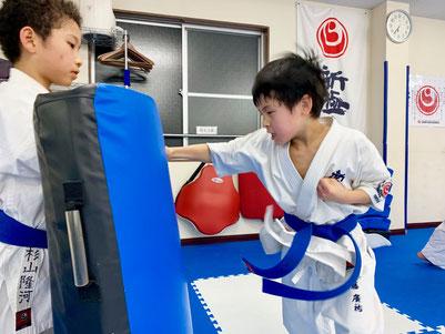 一般 ユース ジュニア キッズ 週1回 家族 料金 費用 さいたま市 埼玉県 空手 カラテ 極真 新極真 格闘技 スポーツ 習い事 おすすめ パンチ キック