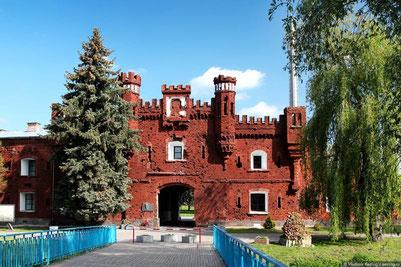 Холмские ворота — символ Брестской крепости.