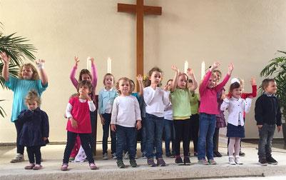 Der Kinderchor im Gottesdienst am 19.6.2016 // Foto: Goemmer