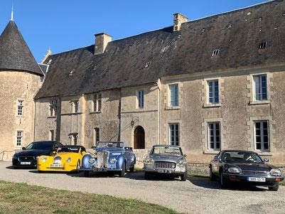 Beautiful old vintage cars - Chateau Saveilles - Saveille - Group castle visit - Family castle visit