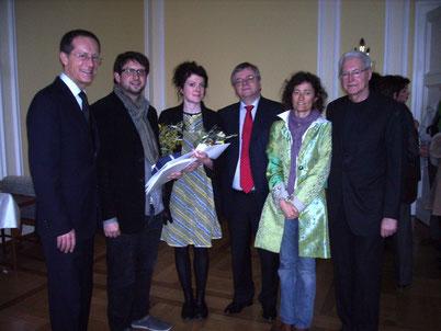 Bei der Preisverleihung am 13.3.2011 in Wiesbaden v.l.n.r. Staatsminister Axel Wintermeyer, Sam Brown, Annemarie Woods, Bernd Loebe, Barbara Minghetti, Armin Kretschmar