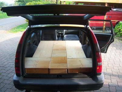 Beinahe wie ein Wohnmobil? Aus alten Regalböden haben wir ein Unterbettkasten (Stauraum) gebastelt !