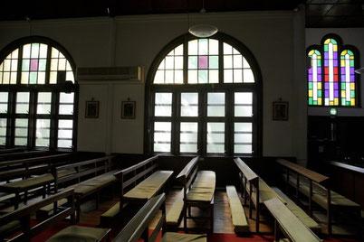 カトリック世田谷教会の聖堂です。光あり。